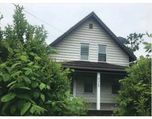 واحد منزل الأسرة للـ Sale في 2225 Main Street 2225 Main Street Warren, Massachusetts 01092 United States