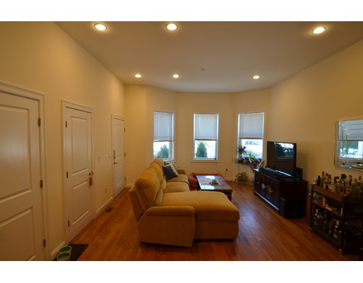 Additional photo for property listing at 282 Maverick  Boston, Massachusetts 02128 United States