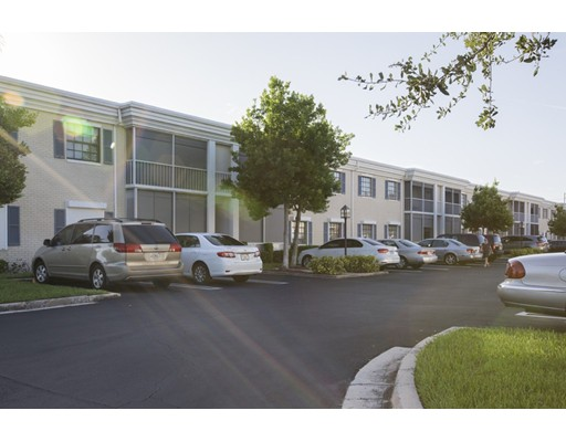 共管式独立产权公寓 为 销售 在 110 Cypress Club Drive 劳德代尔堡, 佛罗里达州 33060 美国