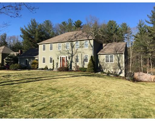 Maison unifamiliale pour l Vente à 2 Calumet Circle Mendon, Massachusetts 01756 États-Unis