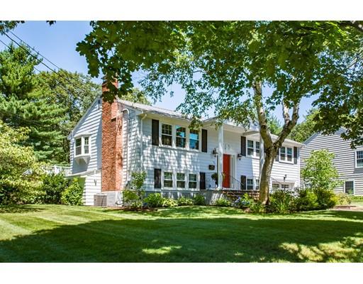 Maison unifamiliale pour l Vente à 95 Saint Claire Street Braintree, Massachusetts 02184 États-Unis