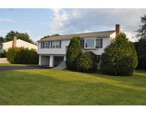 Casa Unifamiliar por un Alquiler en 40 Burning Tree Road Natick, Massachusetts 01760 Estados Unidos