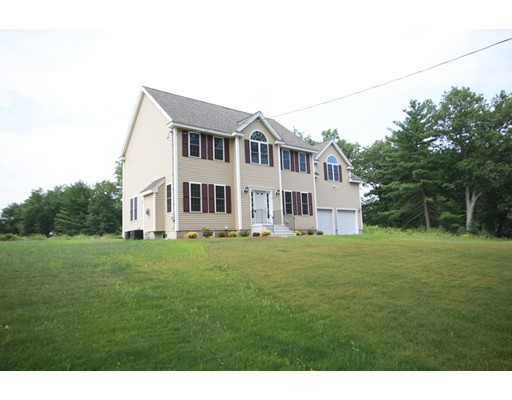 Single Family Home for Sale at 24 Pond View Drive 24 Pond View Drive Clinton, Massachusetts 01510 United States
