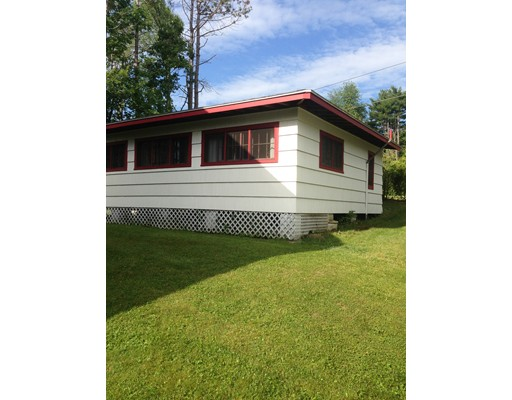 واحد منزل الأسرة للـ Sale في 14 West Shore Drive 14 West Shore Drive Goshen, Massachusetts 01032 United States