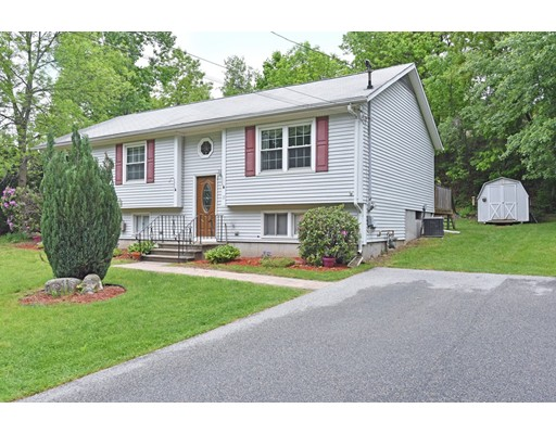 واحد منزل الأسرة للـ Sale في 18 River Drive 18 River Drive Johnston, Rhode Island 02919 United States