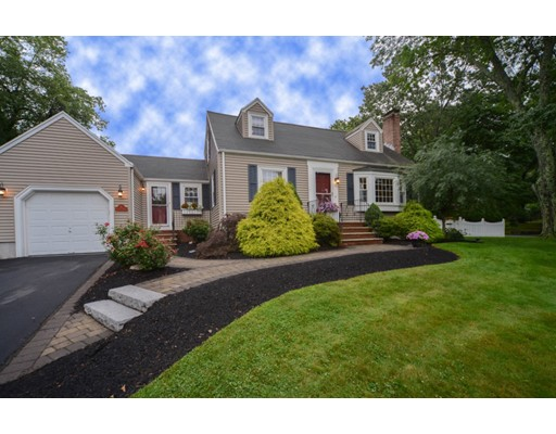 8 Sunnyfield Road, Bedford, MA 01730