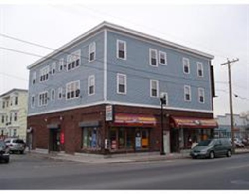 Comercial por un Venta en 356 Broadway Lawrence, Massachusetts 01841 Estados Unidos