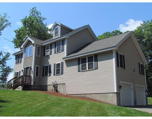 واحد منزل الأسرة للـ Sale في 1074 Ashby State Road Fitchburg, Massachusetts 01420 United States