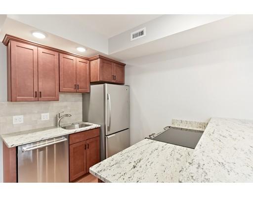 Casa Unifamiliar por un Alquiler en 15 Grove Street Boston, Massachusetts 02114 Estados Unidos