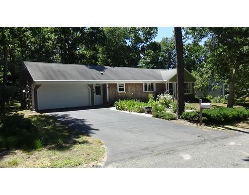 Maison unifamiliale pour l Vente à 4 Aspen Road Harwich, Massachusetts 02645 États-Unis