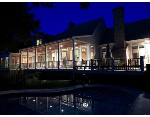 Maison unifamiliale pour l Vente à 2 Waters Edge Harwich, Massachusetts 02645 États-Unis