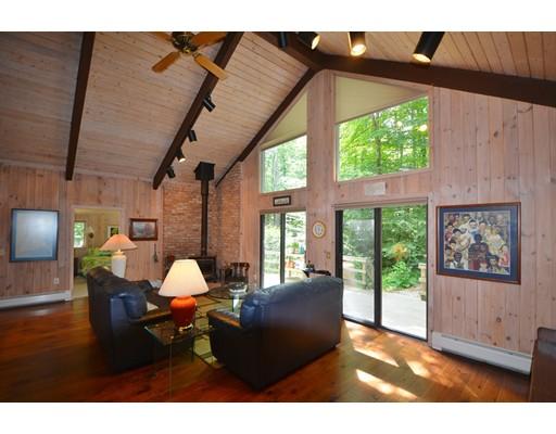 Additional photo for property listing at 862 Moberg Road  Becket, Massachusetts 01223 Estados Unidos