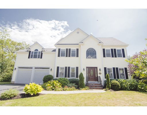 Maison unifamiliale pour l Vente à 4 Grapevine Way Medway, Massachusetts 02053 États-Unis