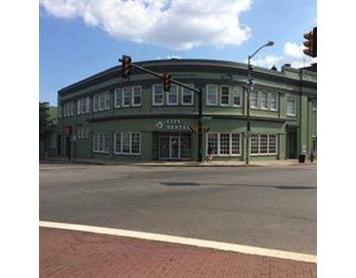 Comercial por un Alquiler en 439 Broadway 439 Broadway Everett, Massachusetts 02149 Estados Unidos