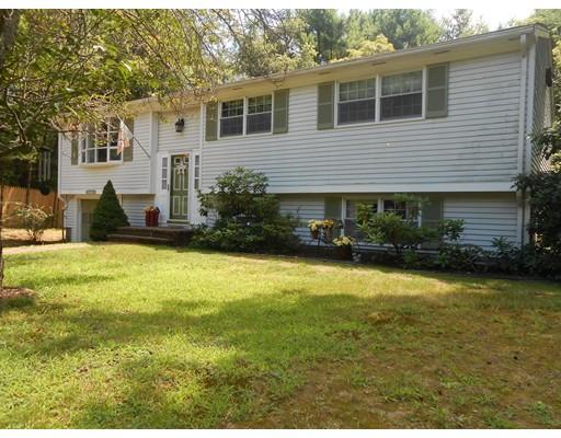 Maison unifamiliale pour l Vente à 16 Seymour Street Berkley, Massachusetts 02779 États-Unis