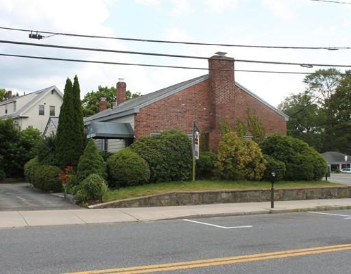 Commercial pour l Vente à 14 W Central Street 14 W Central Street Natick, Massachusetts 01760 États-Unis