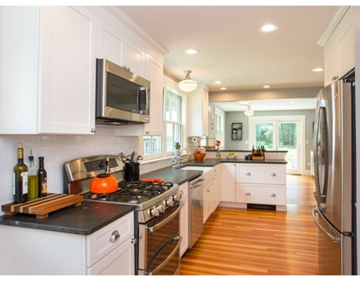 30 Highvale Ln, Andover, MA 01810