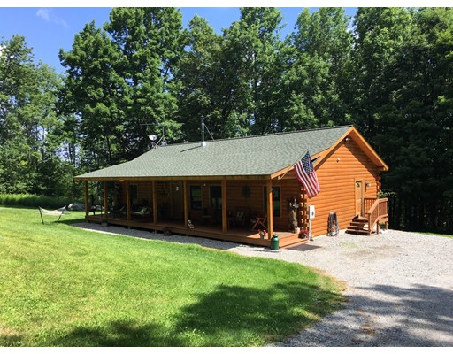 Maison unifamiliale pour l Vente à 32 Blair Road Blandford, Massachusetts 01008 États-Unis