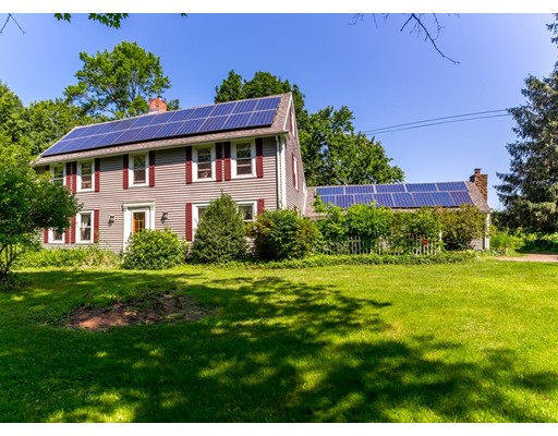Casa Unifamiliar por un Venta en 117 Batchelor Street Granby, Massachusetts 01033 Estados Unidos