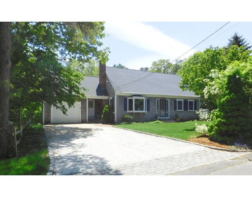 Casa Unifamiliar por un Venta en 39 Mashpee Road 39 Mashpee Road Barnstable, Massachusetts 02365 Estados Unidos