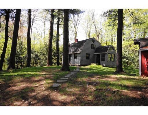 واحد منزل الأسرة للـ Sale في 132 Dawn Drive 132 Dawn Drive Becket, Massachusetts 01223 United States