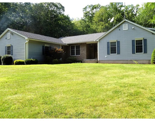 Maison unifamiliale pour l Vente à 44 Montgomery Road Southampton, Massachusetts 01073 États-Unis