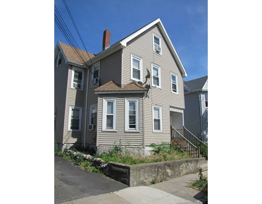 Maison avec plusieurs logements pour l Vente à 661 Cross Street Malden, Massachusetts 02148 États-Unis