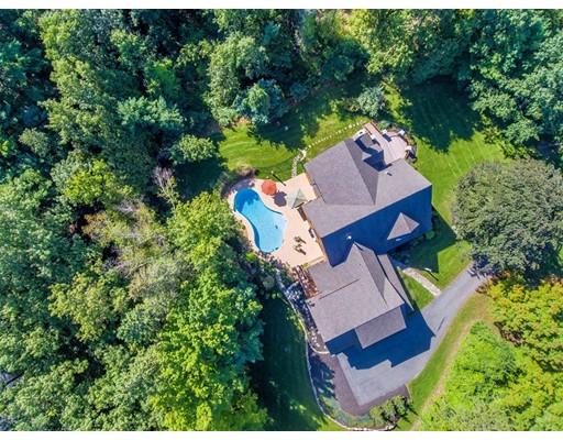 واحد منزل الأسرة للـ Sale في 9 KNOLL CREST Drive Bedford, New Hampshire 03110 United States