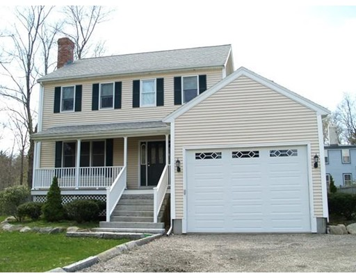 Casa Unifamiliar por un Venta en 12 East Washington Street Hanson, Massachusetts 02341 Estados Unidos
