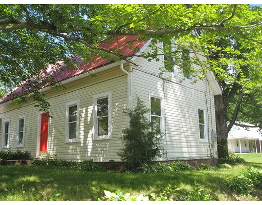 Single Family Home for Sale at 1427 S East Street 1427 S East Street Amherst, Massachusetts 01002 United States