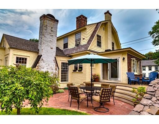 Частный односемейный дом для того Продажа на 24 Graves Street Deerfield, Массачусетс 01373 Соединенные Штаты