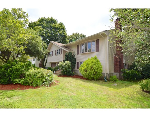 Casa Unifamiliar por un Venta en 30 Driftwood Circle Norwood, Massachusetts 02062 Estados Unidos
