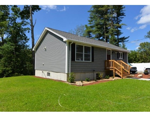 Single Family Home for Sale at 2 Dustin Drive 2 Dustin Drive Raymond, New Hampshire 03077 United States