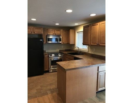 141 Thissell Ave 15, Dracut, MA 01826