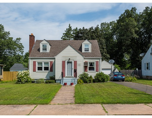 Single Family Home for Sale at 111 Delmont Street Manchester, Connecticut 06042 United States