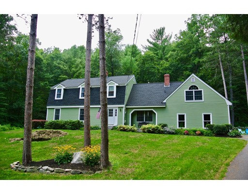 Casa Unifamiliar por un Venta en 795 Martins Pond Road Groton, Massachusetts 01450 Estados Unidos