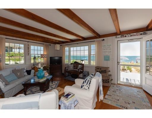 Maison unifamiliale pour l Vente à 93 Bluff Avenue Mashpee, Massachusetts 02649 États-Unis