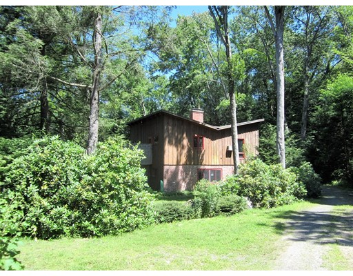 Casa Unifamiliar por un Venta en 7 Country Lane Pelham, Massachusetts 01002 Estados Unidos