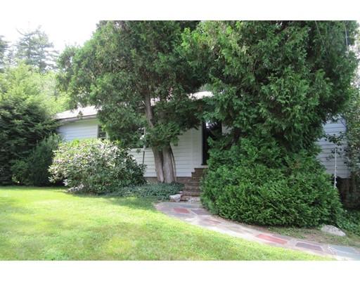 Maison unifamiliale pour l Vente à 120 Thorndike Street Dunstable, Massachusetts 01827 États-Unis