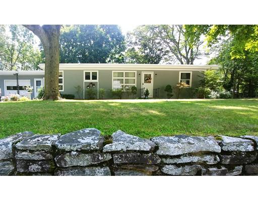 Maison unifamiliale pour l Vente à 394 Old River Road Lincoln, Rhode Island 02838 États-Unis