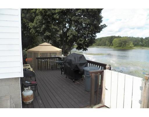 70 Lakeside Dr, Shrewsbury, MA 01545