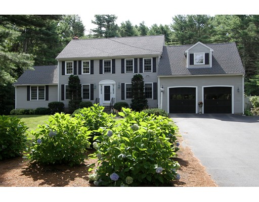 Maison unifamiliale pour l Vente à 17 Reed Farm Road 17 Reed Farm Road Lakeville, Massachusetts 02347 États-Unis