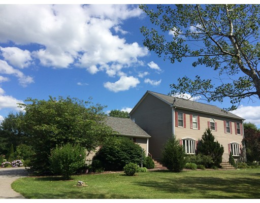 Single Family Home for Sale at 411 Dugg Hill Road 411 Dugg Hill Road Woodstock, Connecticut 06281 United States