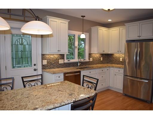 Maison unifamiliale pour l Vente à 28 Beeching Street 28 Beeching Street Worcester, Massachusetts 01602 États-Unis