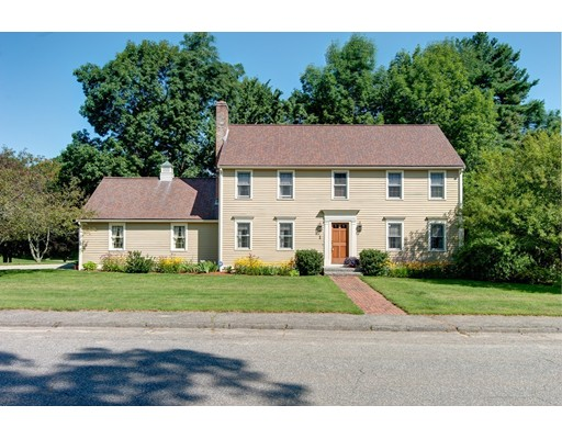Single Family Home for Sale at 1 Fenwick Circle Auburn, Massachusetts 01501 United States