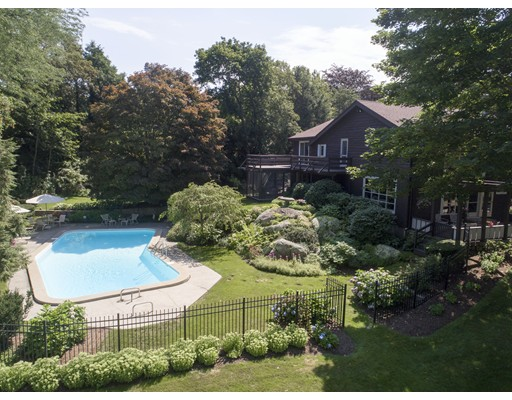 Maison unifamiliale pour l Vente à 7 Martins Cove Road 7 Martins Cove Road Hingham, Massachusetts 02043 États-Unis
