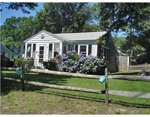 Maison unifamiliale pour l Vente à 47 Cliff Street Dennis, Massachusetts 02638 États-Unis
