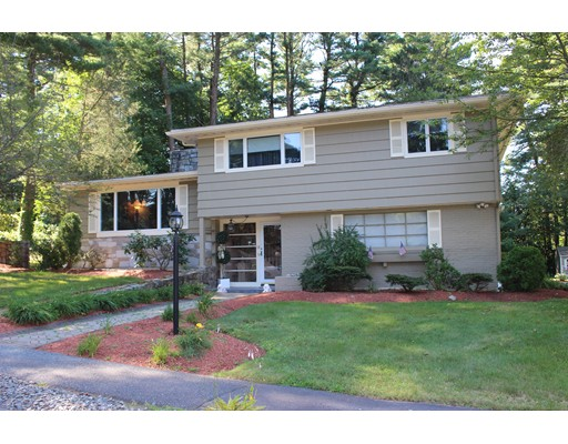 18 Doncaster Circle, Lynnfield, MA 01940