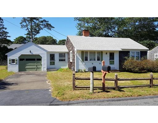 Maison unifamiliale pour l Vente à 17 Bayberry Road Dennis, Massachusetts 02670 États-Unis