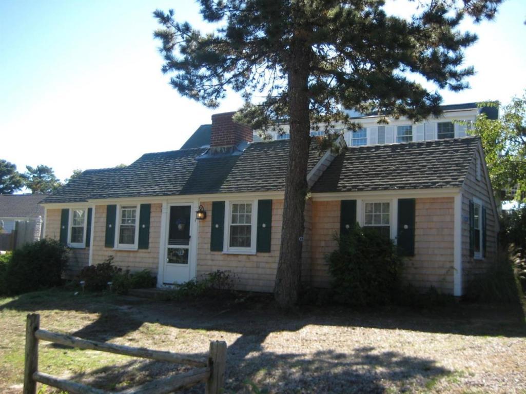 Maison unifamiliale pour l Vente à 8 Ocean Park East Dennis, Massachusetts 02639 États-Unis